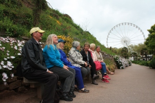 Relaxing on a bench on Rock Walk, Torquay.